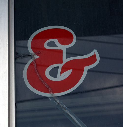 cracked glass ampersand